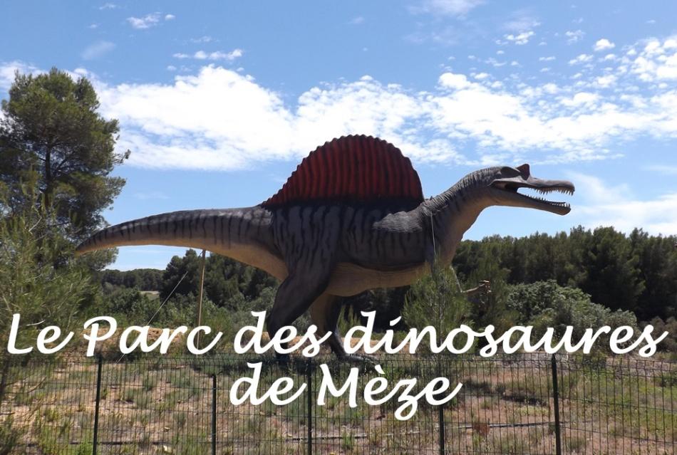 dinosaure-visible-depuis-la-route-parc-dinosaures-meze1